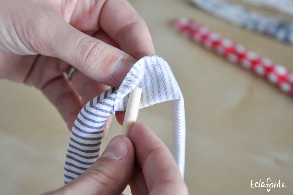 Easy hair bow tutorial step 3 press your fabric flat and sew the opening closed you can do this two different ways topstitch very close to the edge of the fabric with your baditri Image collections